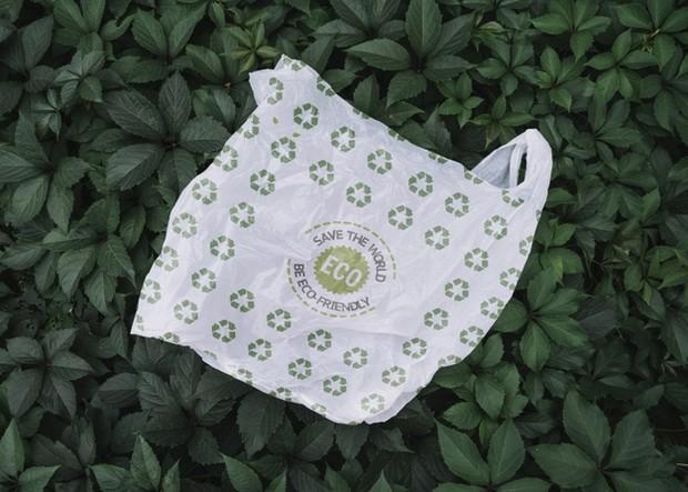 Plastik biodegradable hanya butuh waktu beberapa bulan.