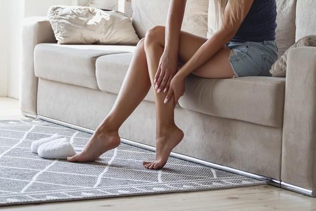 Meningkatkan elastisitas tendon dan fasia (jaringan ikat) yang mengelilinginya sehingga menyimpan energi lebih baik.