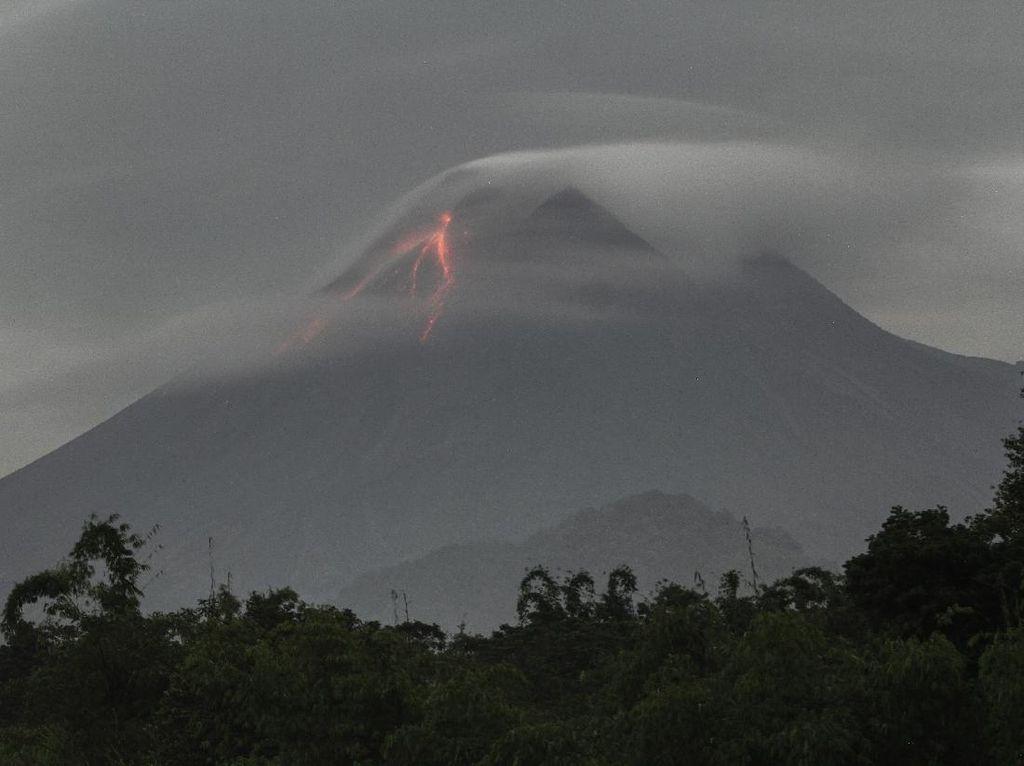 Laporan dari Merapi: 39 Guguran Lava Pijar-1 Kali Awan Panas dalam 12 Jam