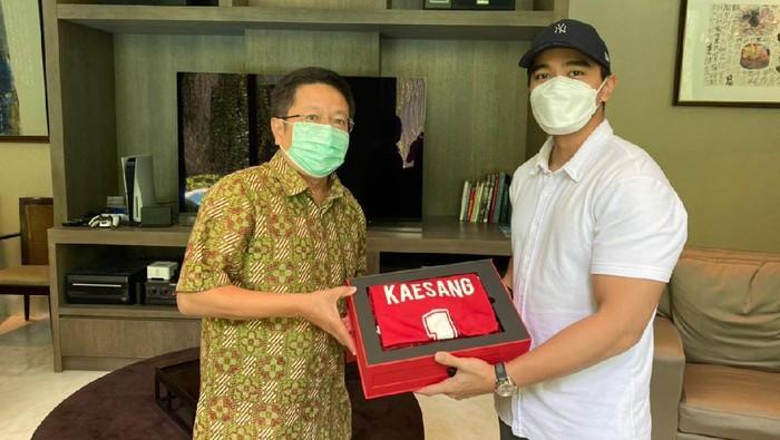 Kaesang Pangarep bertemu pemilk Bali United Pieter Tanuri
