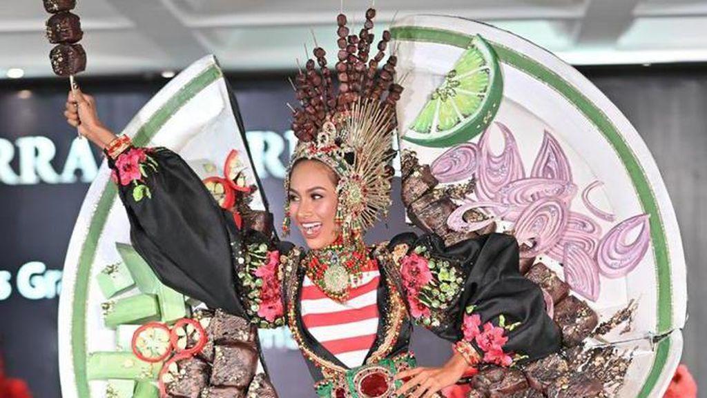 Kostum Heboh Wakil Indonesia di Miss Grand International: Tema Sate Ayam