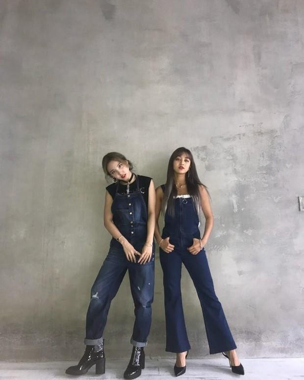 Nayeon & Jihyo TWICE