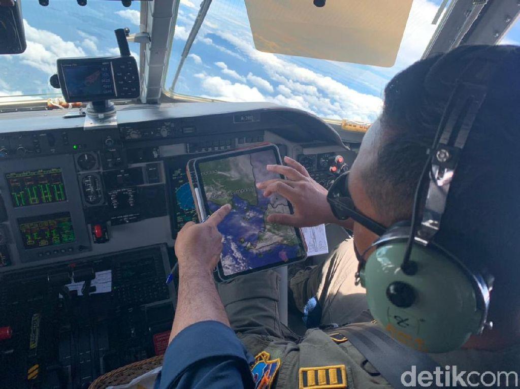 Cegah Hujan Lebat Jabodetabek, TNI AU-BPPT Tebar 22 Ton Garam di Langit
