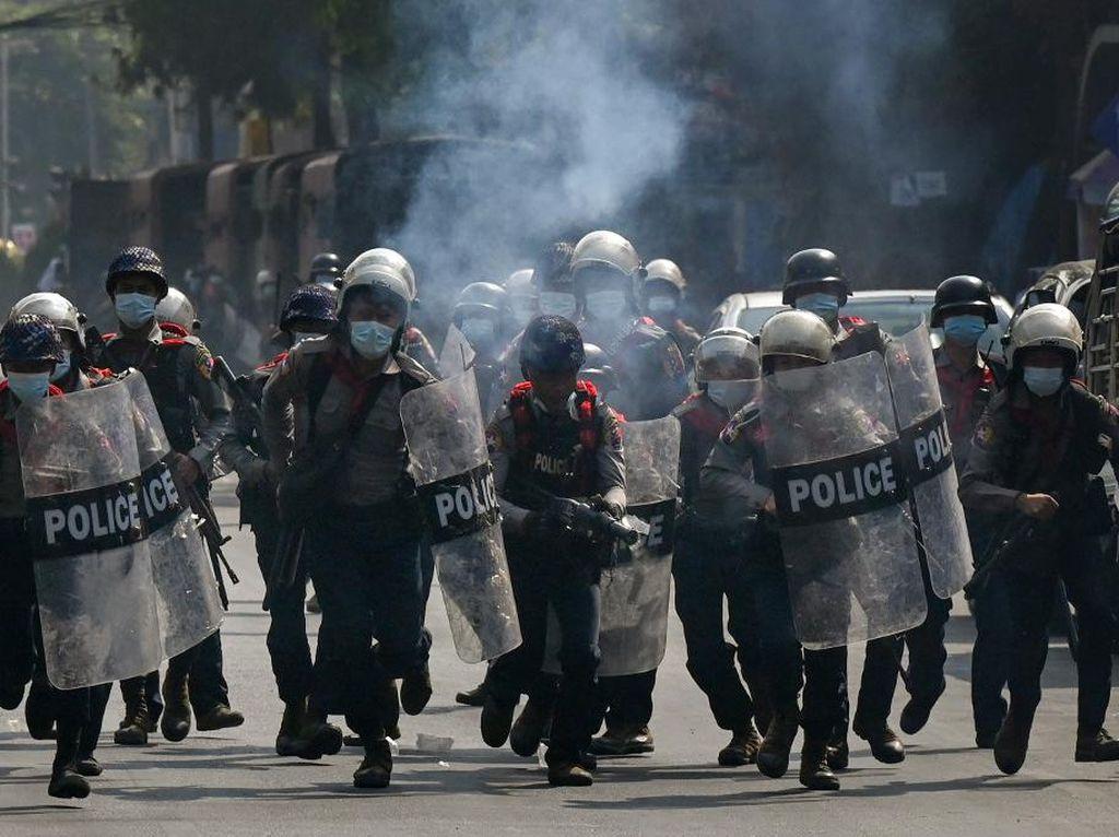 Bubarkan Demonstran Antikudeta, Polisi Myanmar Tembakkan Peluru Karet