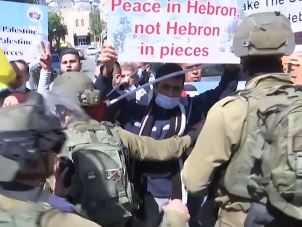 Warga Palestina Terlibat Bentrok dengan Tentara Israel di Hebron
