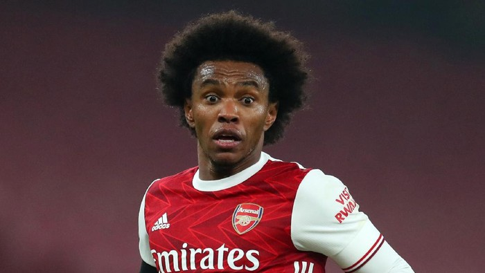 LONDON, ENGLAND - NOVEMBER 29: Willian of Arsenal during the Premier League match between Arsenal and Wolverhampton Wanderers at Emirates Stadium on November 29, 2020 in London, England. Sporting stadiums around the UK remain under strict restrictions due to the Coronavirus Pandemic as Government social distancing laws prohibit fans inside venues resulting in games being played behind closed doors. (Photo by Catherine Ivill/Getty Images)
