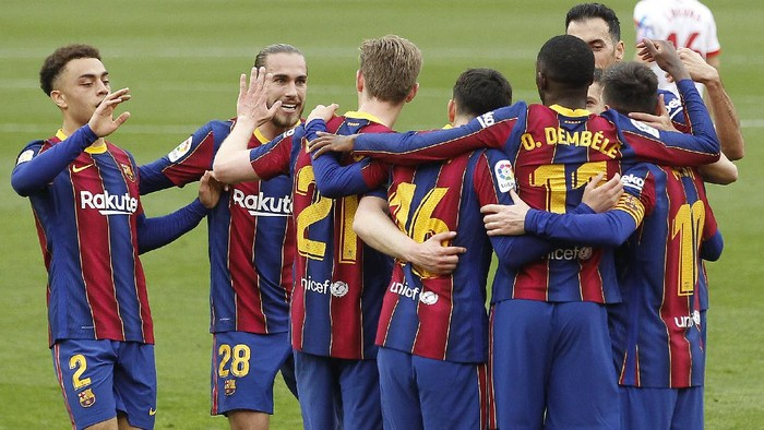 Barcelonas Ousmane Dembele, third right, celebrates with teammates after scoring during a Spanish La Liga soccer match between Sevilla and Barcelona at the Ramon Sanchez-Pizjuan stadium in Seville, Spain, Saturday Feb. 27, 2021. (AP Photo/Angel Fernandez)
