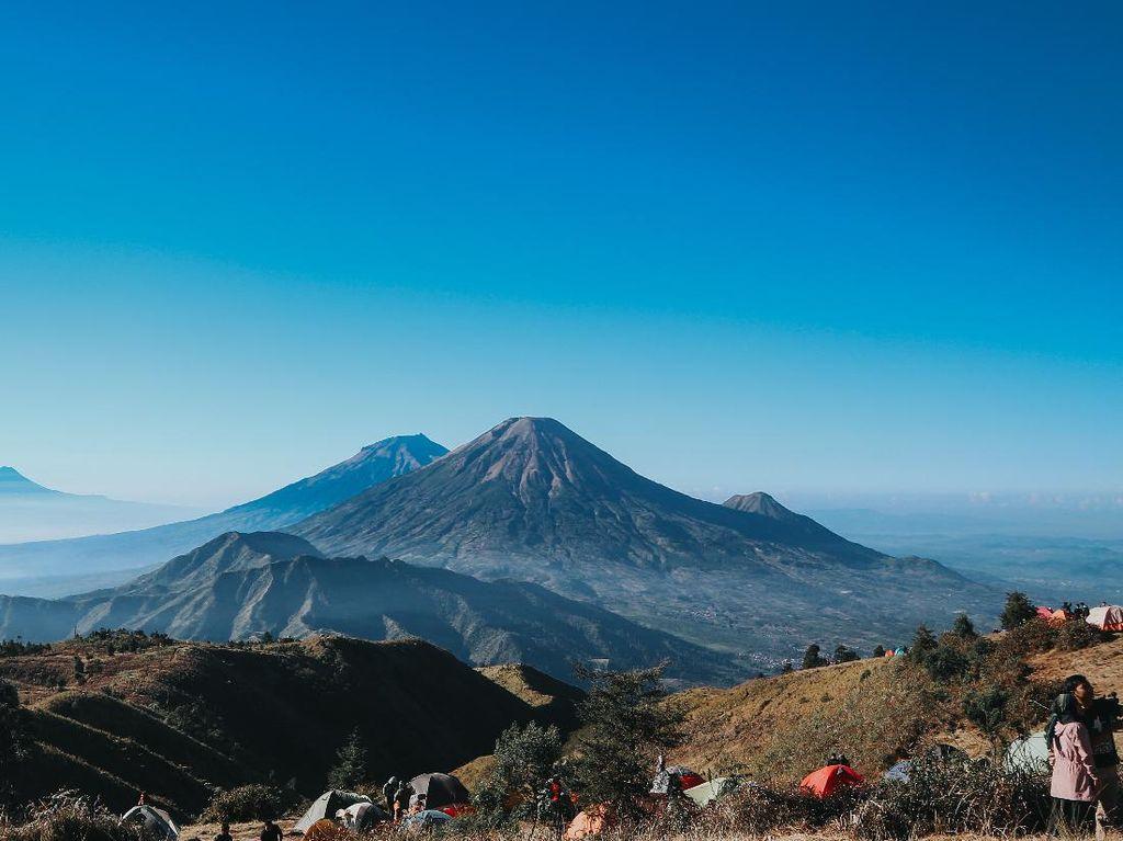 5 Gunung Terindah di Indonesia untuk Didaki Tahun Ini