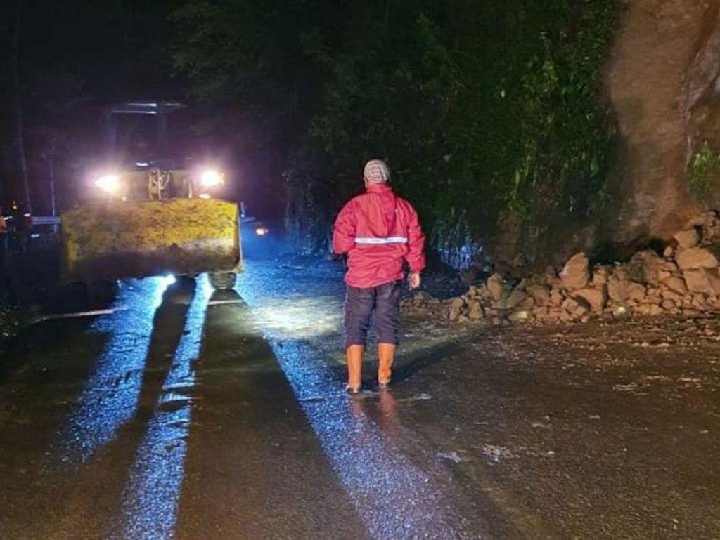 Jalur Payung Sempat Tertutup Longsor, Akses Batu-Pujon Kembali Dibuka