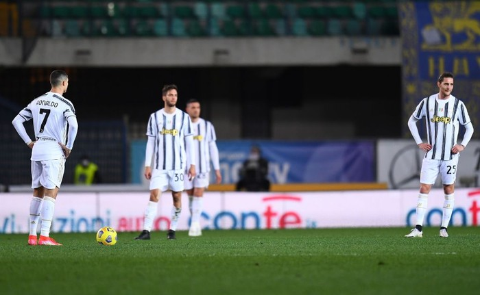 VERONA, ITALY - FEBRUARY 27:Juvenmtus players  reacts during the Serie A match between Hellas Verona FC and Juventus at Stadio Marcantonio Bentegodi on February 27, 2021 in Verona, Italy. (Photo by Alessandro Sabattini/Getty Images )