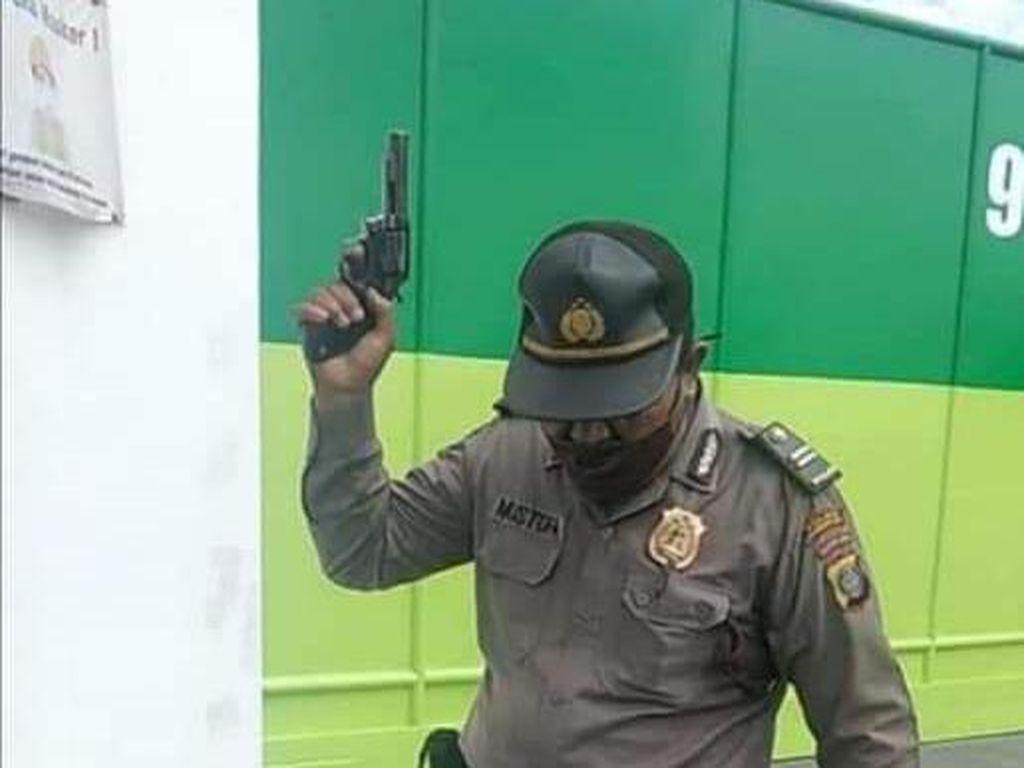 Polisi di Sumut yang Viral Acungkan Pistol ke Buruh Minta Maaf