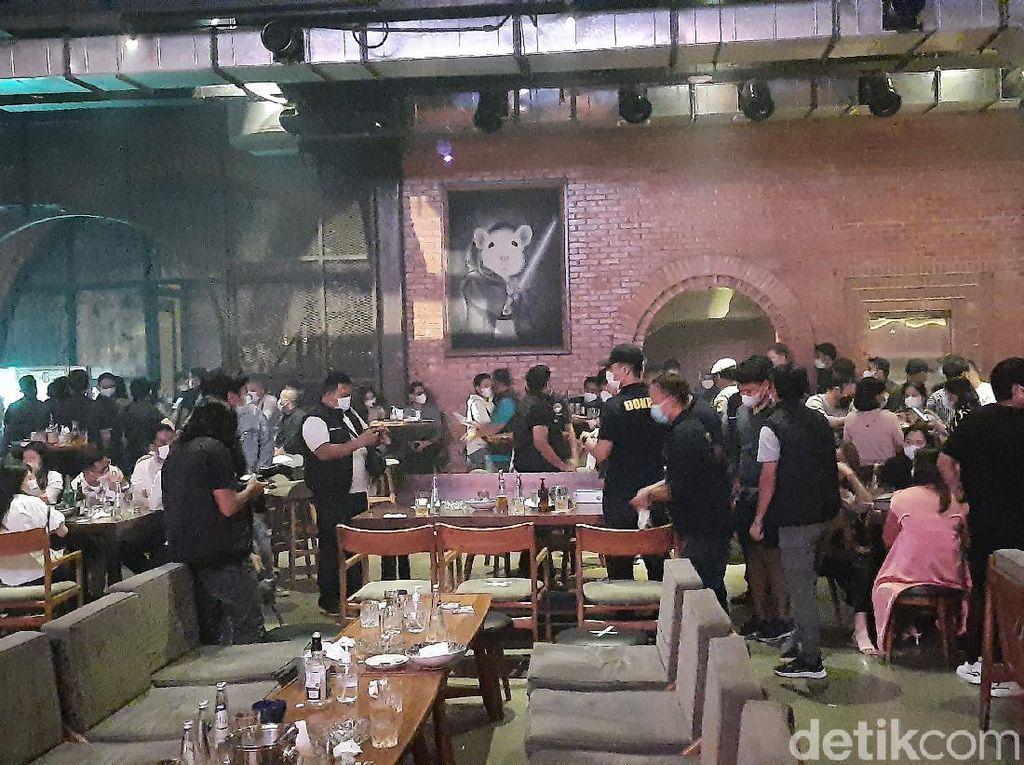 Masih Ada Kafe Buka hingga Tengah Malam Kala PPKM Mikro di Jakarta