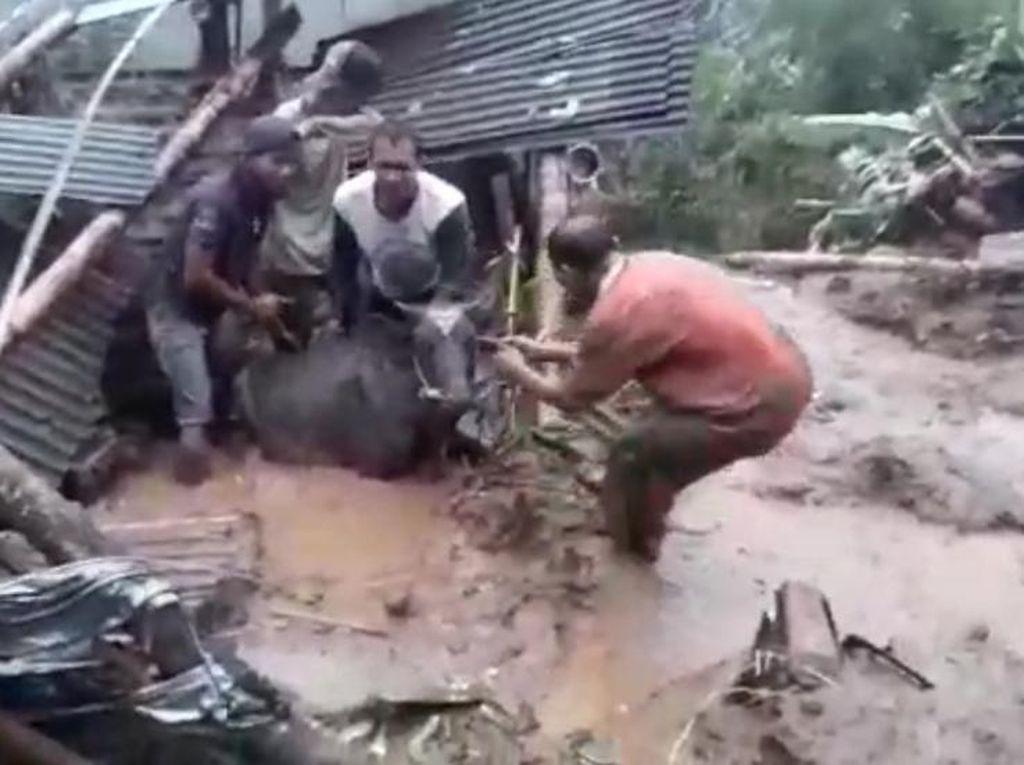 Longsor Terjang Lereng Gunung Bromo, Satu Warga Sempat Tertimbun
