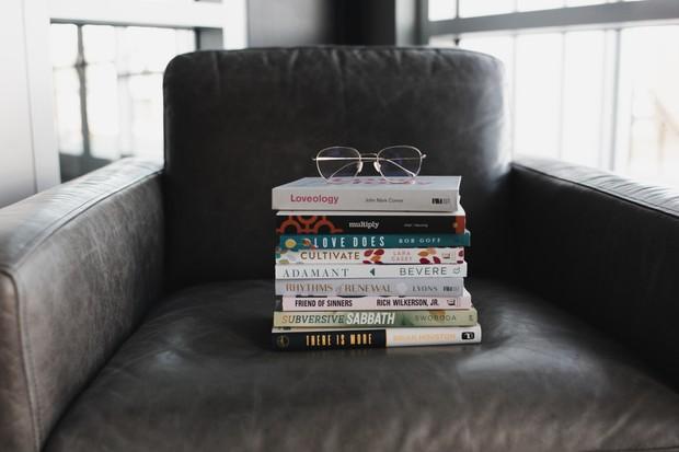 dengan membaca buku, kamu lebih mengerti akan perasaanmu.
