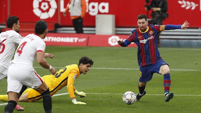 Barcelonas Lionel Messi scores a goal during a Spanish La Liga soccer match between Sevilla and Barcelona at the Ramon Sanchez-Pizjuan stadium in Seville, Spain, Saturday Feb. 27, 2021. (AP Photo/Angel Fernandez)