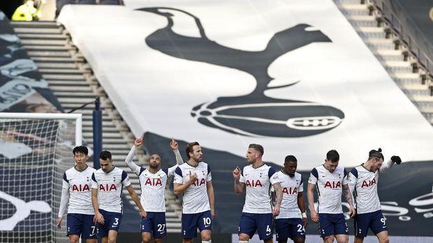 Tottenham's Lucas Moura, 3rd from left, celebrates after scoring his side's third goal during an English Premier League soccer match between Tottenham Hotspur and Burnley at the Tottenham Hotspur Stadium in London, England, Sunday, Feb. 28. 2021. (Matthew Childs/Pool via AP)