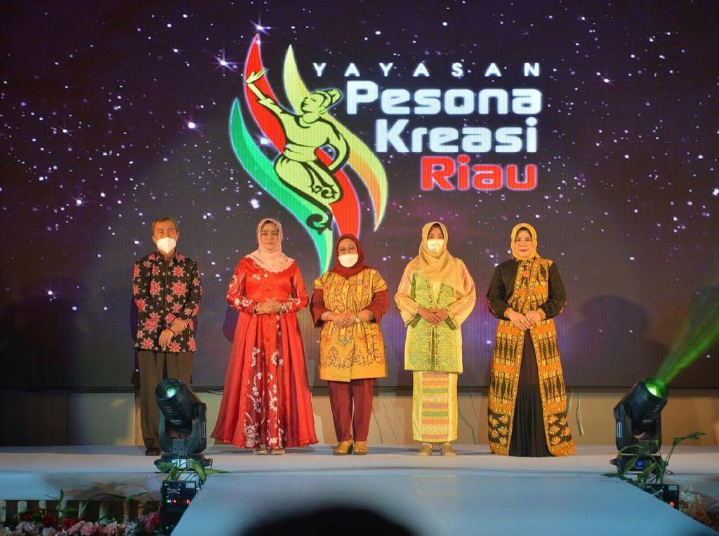 Potret Batik Motif Corona hingga Janda Bolong Kreasi Ibu-ibu di Riau