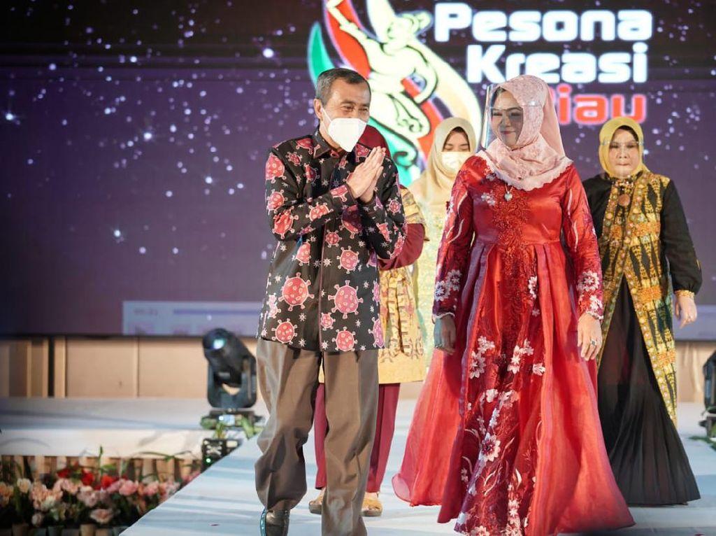 Keren! Istri Gubernur Riau-PKK Buat Batik Motif Corona hingga Janda Bolong