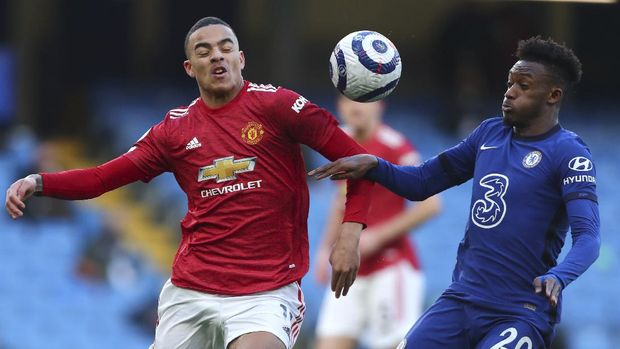 Manchester United's Mason Greenwood, left, and Chelsea's Callum Hudson-Odoi challenge for the ball during the English Premier League soccer match between Chelsea and Manchester United at Stamford Bridge Stadium in London, England, Sunday, Feb. 28, 2021. (Clive Rose/Pool via AP)