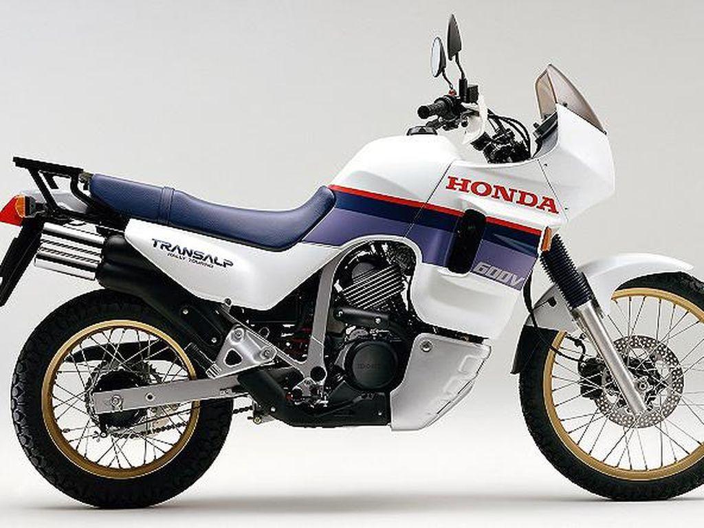 Honda Berencana Bikin Africa Twin Bermesin 700cc, Jadi Transalp Reborn?