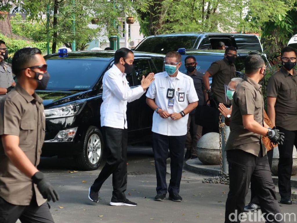 Jokowi Tinjau Vaksinasi Massal di Benteng Vredeburg Yogyakarta