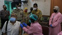 Pemkot Jakpus Mulai Vaksinasi COVID untuk Lansia di Sekolah Tiap Kecamatan