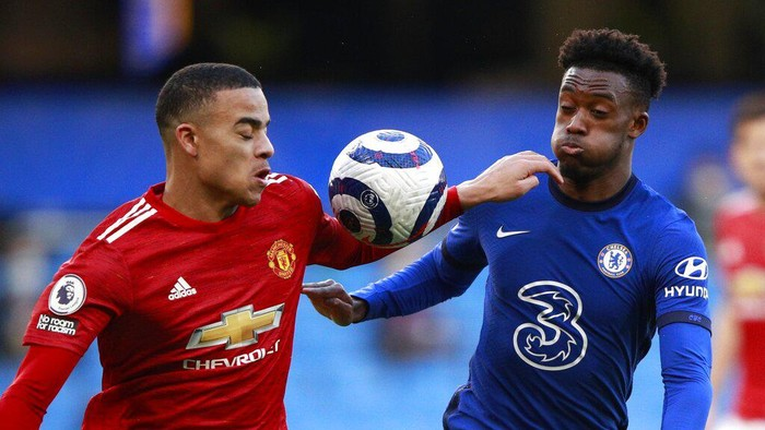 Manchester Uniteds Mason Greenwood, left, and Chelseas Callum Hudson-Odoi challenge for the ball during the English Premier League soccer match between Chelsea and Manchester United at Stamford Bridge Stadium in London, England, Sunday, Feb. 28, 2021. (Clive Rose/Pool via AP)
