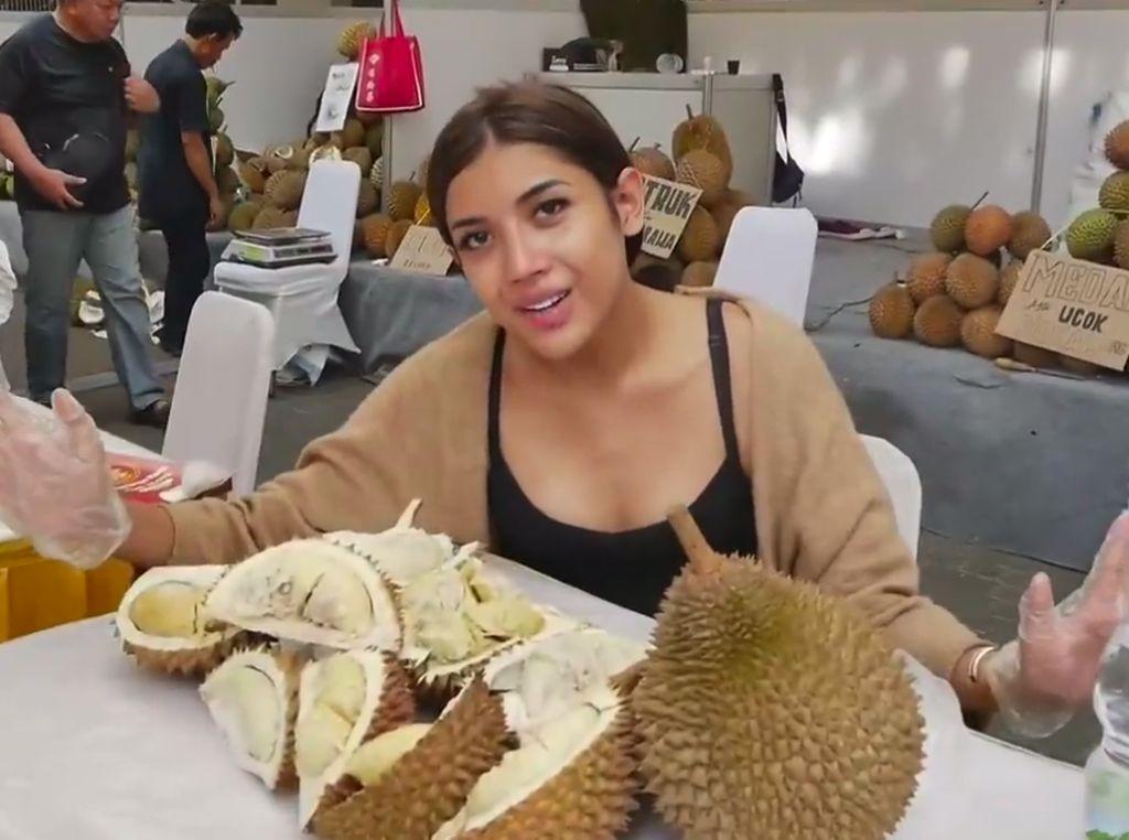 Millen Cyrus Heboh Saat Jajan Bakso hingga Mabuk Durian