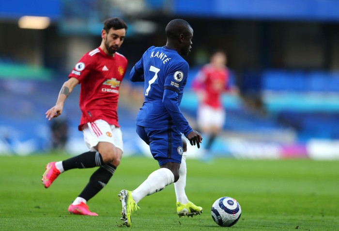 LONDON, ENGLAND - FEBRUARY 28: NGolo Kante of Chelsea on the ball during the Premier League match between Chelsea and Manchester United at Stamford Bridge on February 28, 2021 in London, England. Sporting stadiums around the UK remain under strict restrictions due to the Coronavirus Pandemic as Government social distancing laws prohibit fans inside venues resulting in games being played behind closed doors. (Photo by Clive Rose/Getty Images)