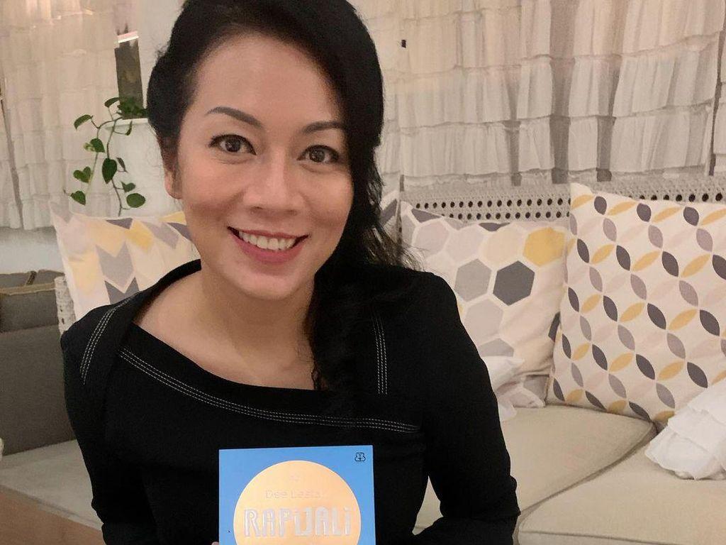 Usai Rampungkan Naskah Rapijali 3, Dee Lestari Buat Buku Soundtrack