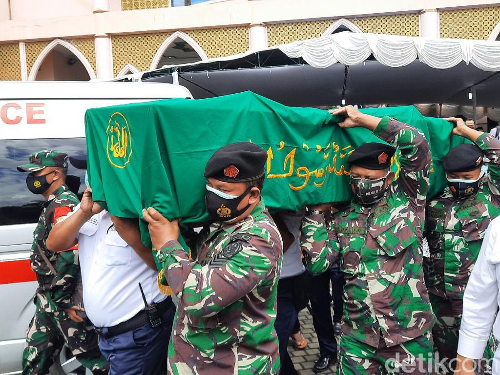 Artidjo Alkostar Dikebumikan di Pemakaman UII Yogyakarta