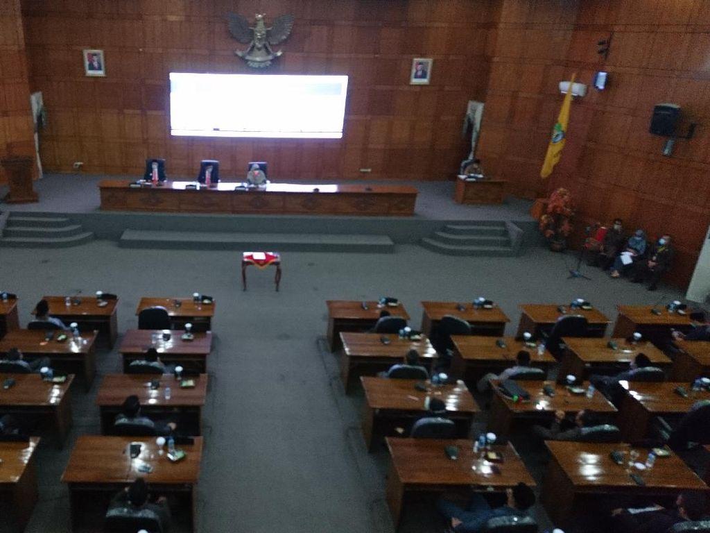 Golkar Copot Endang Effendi dari Ketua DPRD Cilegon, Diganti Isro Miroj