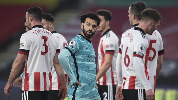 Liverpool's Mohamed Salah waits for a corner during the English Premier League soccer match between Sheffield United and Liverpool at Bramall Lane stadium in Sheffield, England, Sunday, Feb. 28, 2021. (Oli Scarff, Pool via AP)