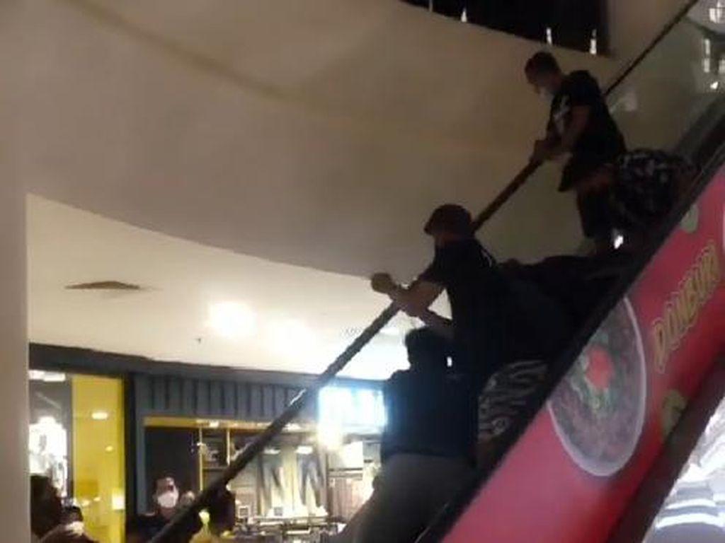 Viral Balita Terjepit di Eskalator Mal di Makassar, Begini Ceritanya