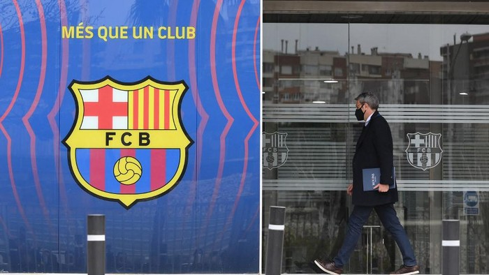 Lawyer Jorge Navarro enters the offices of the Barcelona Football Club on March 01, 2021 in Barcelona during a police operation inside the building. - Police raided the offices of FC Barcelona on March 01, 2021, carrying out several arrests just six days ahead of the clubs presidential elections, a Catalan regional police spokesman told AFP. Spains Cadena Ser radio said one of those arrested was former club president Josep Maria Bartomeu, who resigned in October, along with CEO Oscar Grau and the clubs head of legal services. (Photo by LLUIS GENE / AFP)