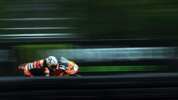 Red Bull KTM Ajo's Dutch rider Bo Bendsneyder rides his KTM during a free practice session prior to the Moto3 Czech Grand Prix race in Brno, Czech Republic, on August 4, 2017. - The Czech Grand Prix will take place on August 6, 2017, at the 5,4 kilometre circuit in the southern Czech city of Brno. (Photo by Michal Cizek / AFP)