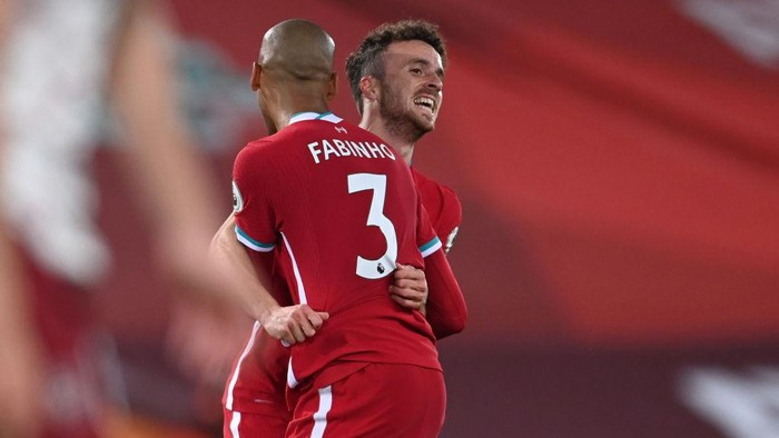 LIVERPOOL, ENGLAND - SEPTEMBER 28: Diogo Jota of Liverpool celebrates with teammate Fabinho after scoring his sides third goal during the Premier League match between Liverpool and Arsenal at Anfield on September 28, 2020 in Liverpool, England. Sporting stadiums around the UK remain under strict restrictions due to the Coronavirus Pandemic as Government social distancing laws prohibit fans inside venues resulting in games being played behind closed doors. (Photo by Laurence Griffiths/Getty Images)
