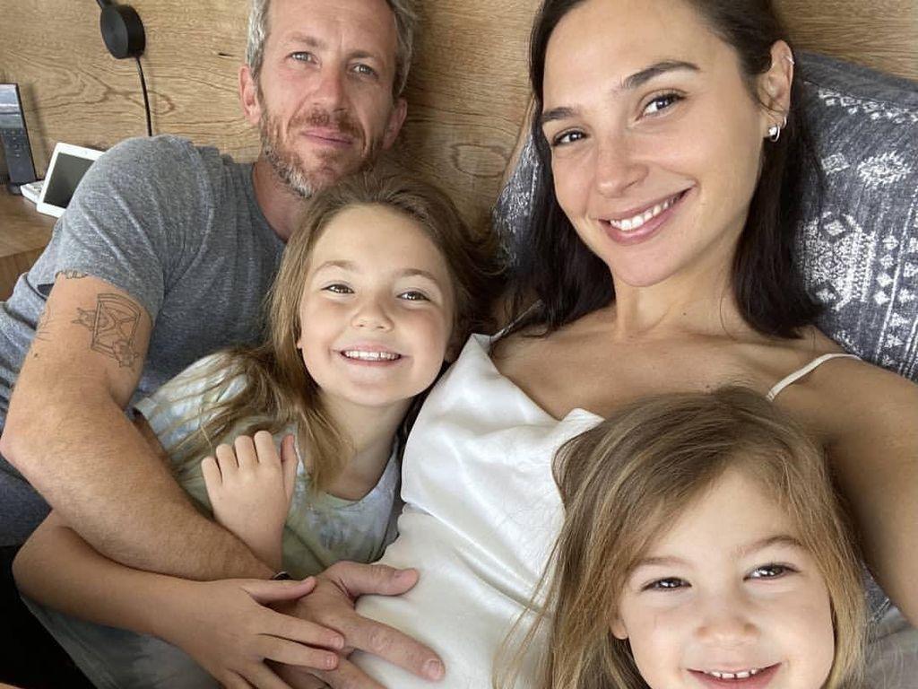 Selamat! Bintang Wonder Woman Gal Gadot Hamil Anak Ketiga
