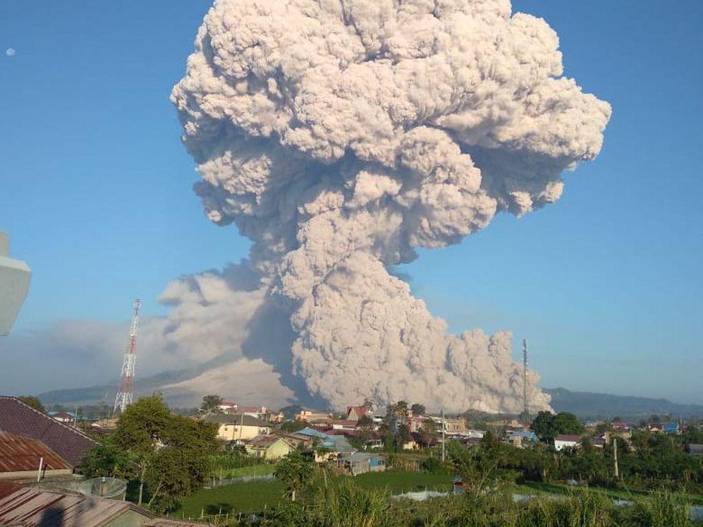 Gunung Sinabung Erupsi Lagi, Kedua Kalinya Hari Ini