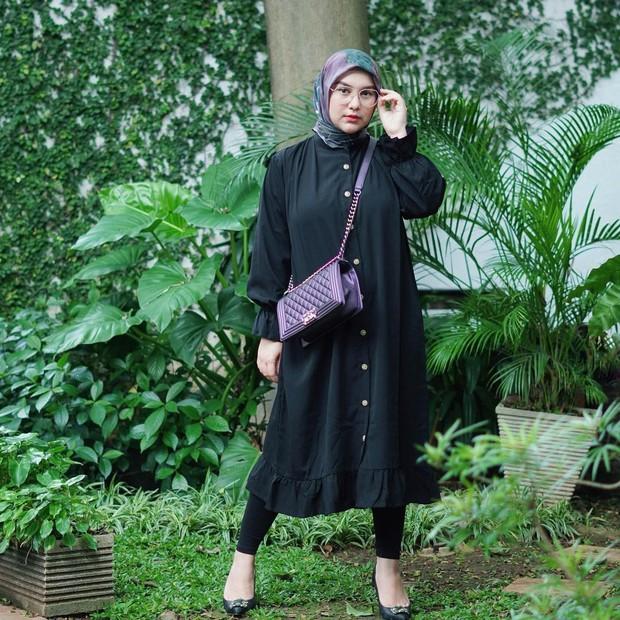 Irish Bella memakai hijab segi empat dililit/instagram.com/_irishbella_