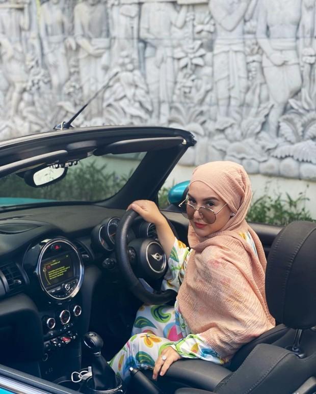 Irish Bella dengan hijab pashmina cornskin/instagram.com/_irishbella_