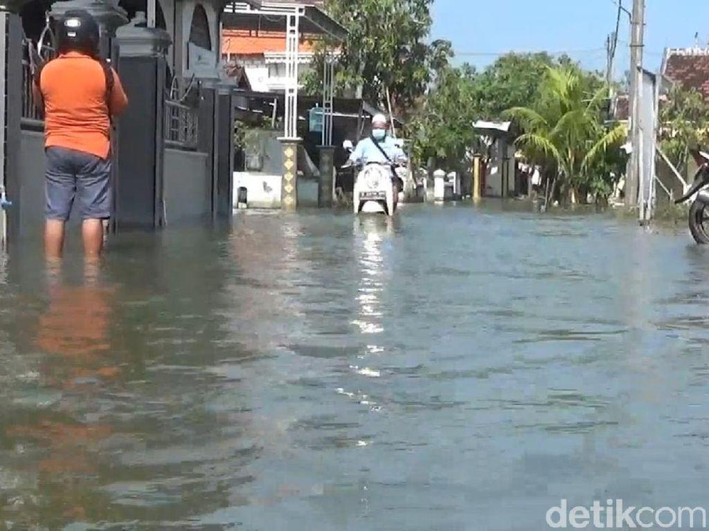 Jalan Rusak Terimbas Banjir di Lamongan Mulai Diperbaiki