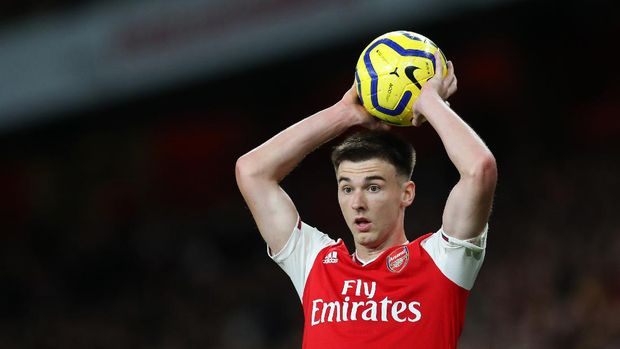 LONDON, ENGLAND - OCTOBER 27: Kieran Tierney of Arsenal takes a throw in during the Premier League match between Arsenal FC and Crystal Palace at Emirates Stadium on October 27, 2019 in London, United Kingdom. (Photo by Catherine Ivill/Getty Images)