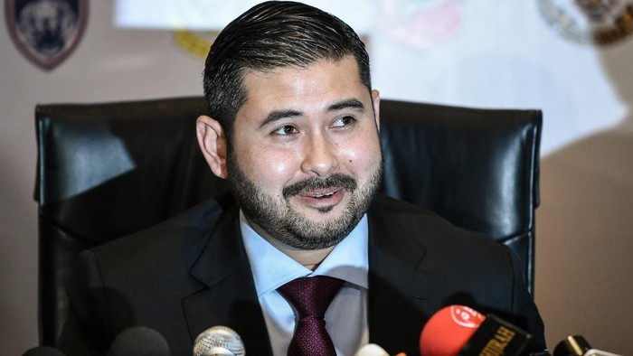 Newly appointed President for the Football Association of Malaysia (FAM) Tunku Ismail Sultan Ibrahim speaks during a press conference before the FAM annual congress meeting in Kuala Lumpur on March 25, 2017. (Photo by Mohd RASFAN / AFP)