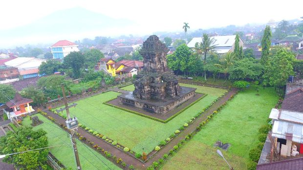 Ceto is a Hindu temple located on the slopes of Mt. Lawu at an altitude of 1496m above sea level. It was built in the era of Majapahit kingdom around the 15th century AD.