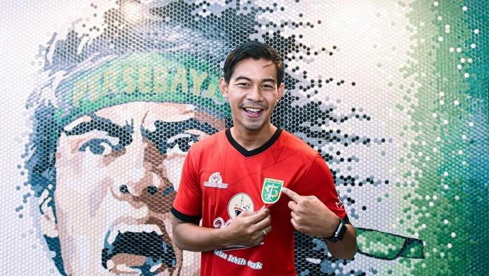 Satria Tama bergabung dengan Persebaya Surabaya.