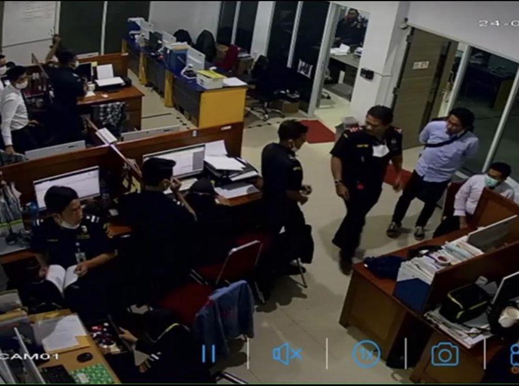 Aksi Main Tangan Bos Bea Cukai Jayapura Berujung Skors