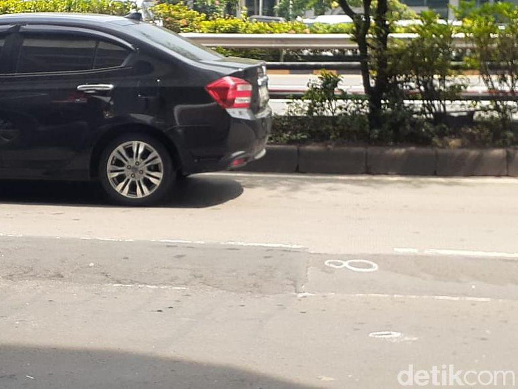 Bina Marga Jaktim Perbaiki 17 Kerusakan di Jl MT Haryono Arah Pancoran