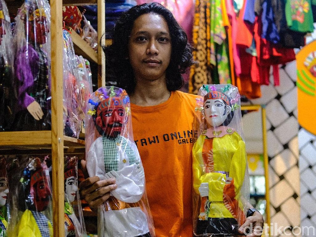 Cara Pedagang Suvenir di Kampung Betawi Bertahan Saat Pandemi