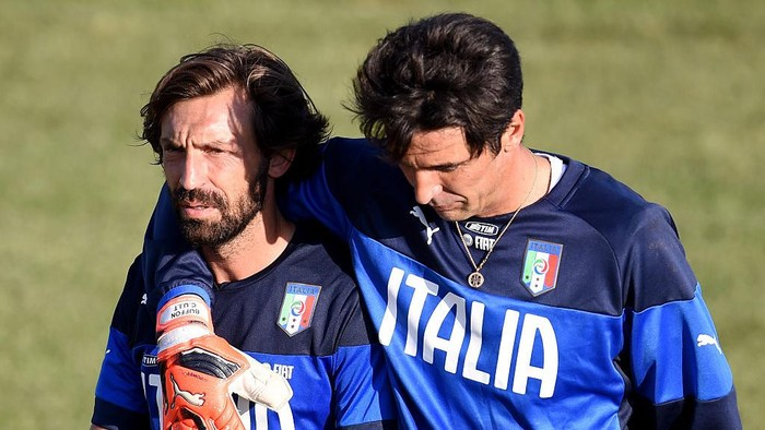 FLORENCE, ITALY - SEPTEMBER 02:  Andrea Pirlo (L) and Gianluigi Buffon during an Italy training session at Coverciano on September 02, 2015 in Florence, Italy.  (Photo by Claudio Villa/Getty Images)